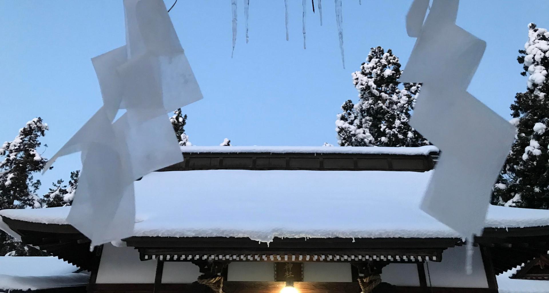 雪の社殿.jpg