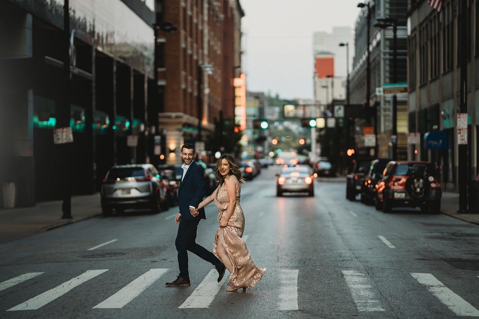 Matt + Laura Engagement session || Cincinnati Downtown, Smale park