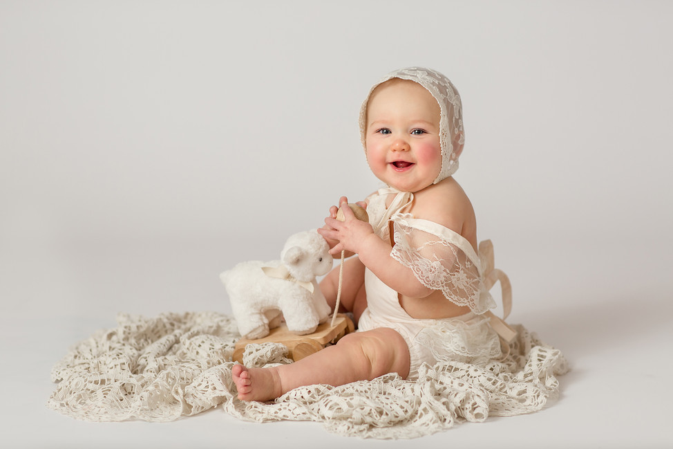 Baby Mia    Milestone session