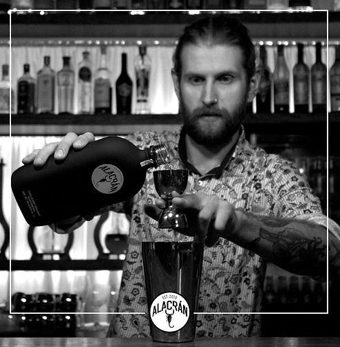 Tequila Alacran schwarze Flasche Cocktail Drip Bar