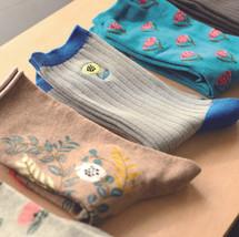 足元で色を楽しみたい。松尾ミユキさんの靴下。