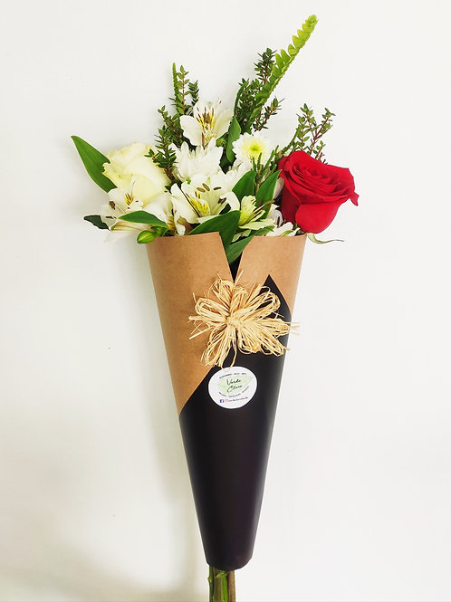 Cono mix 2 rosas + alstromelias + follaje