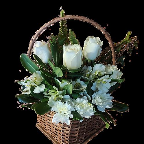 Canasto mimbre rosas + alstromelias + maule + follaje