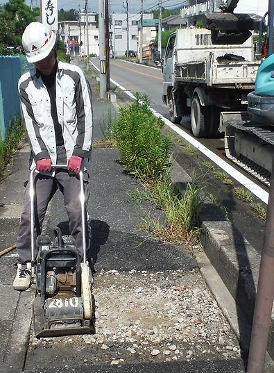 ゼアー 舗装工事 路盤工 プレート 転圧