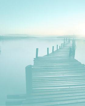 Puente sobre un lago