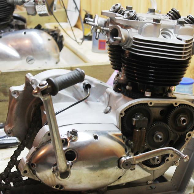 1960s 650 Triumph TR6R engine rebuild