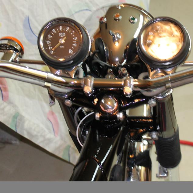 1973 750 Triumph Bonneville motorcycle r