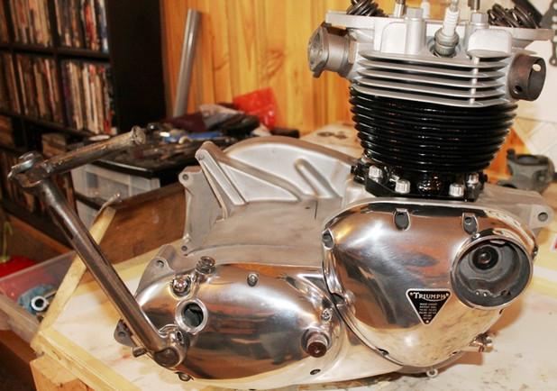 1968-650-triumph-bonneville-motorcycle-engine-rebuild-and-restoration