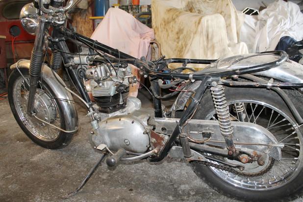 1968-650-triumph-bonneville-motorcycle-before-restoration
