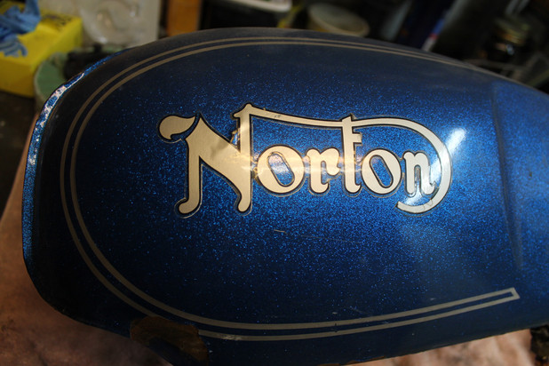 1973-850-norton-commando-motorcycle-painting-and-prepping