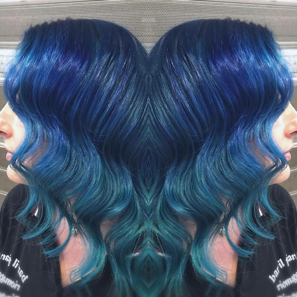 Acquamarine Wavy Hair di Riges Emini