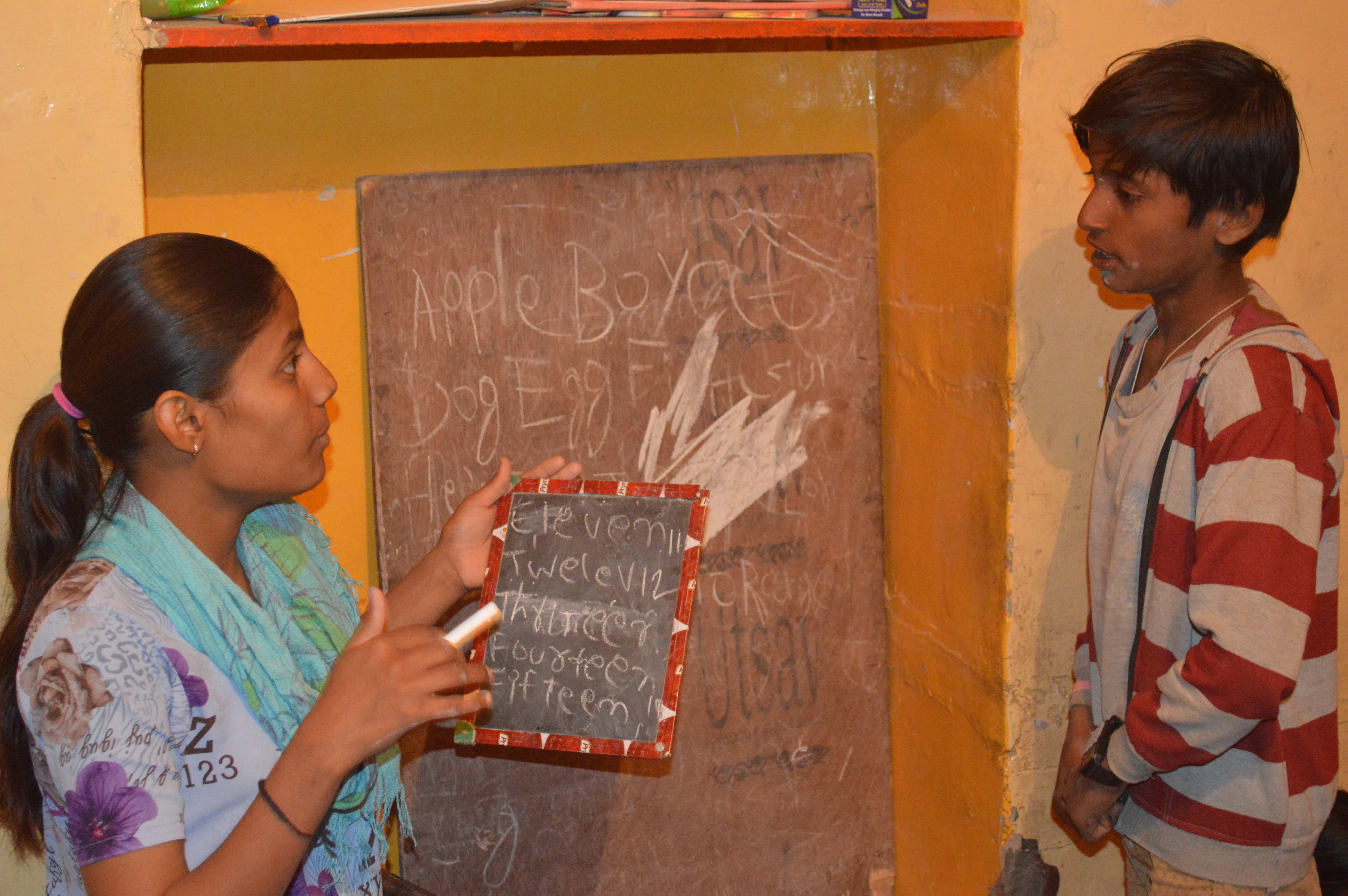 00e.Peer Teacher Seema explains_0634sm