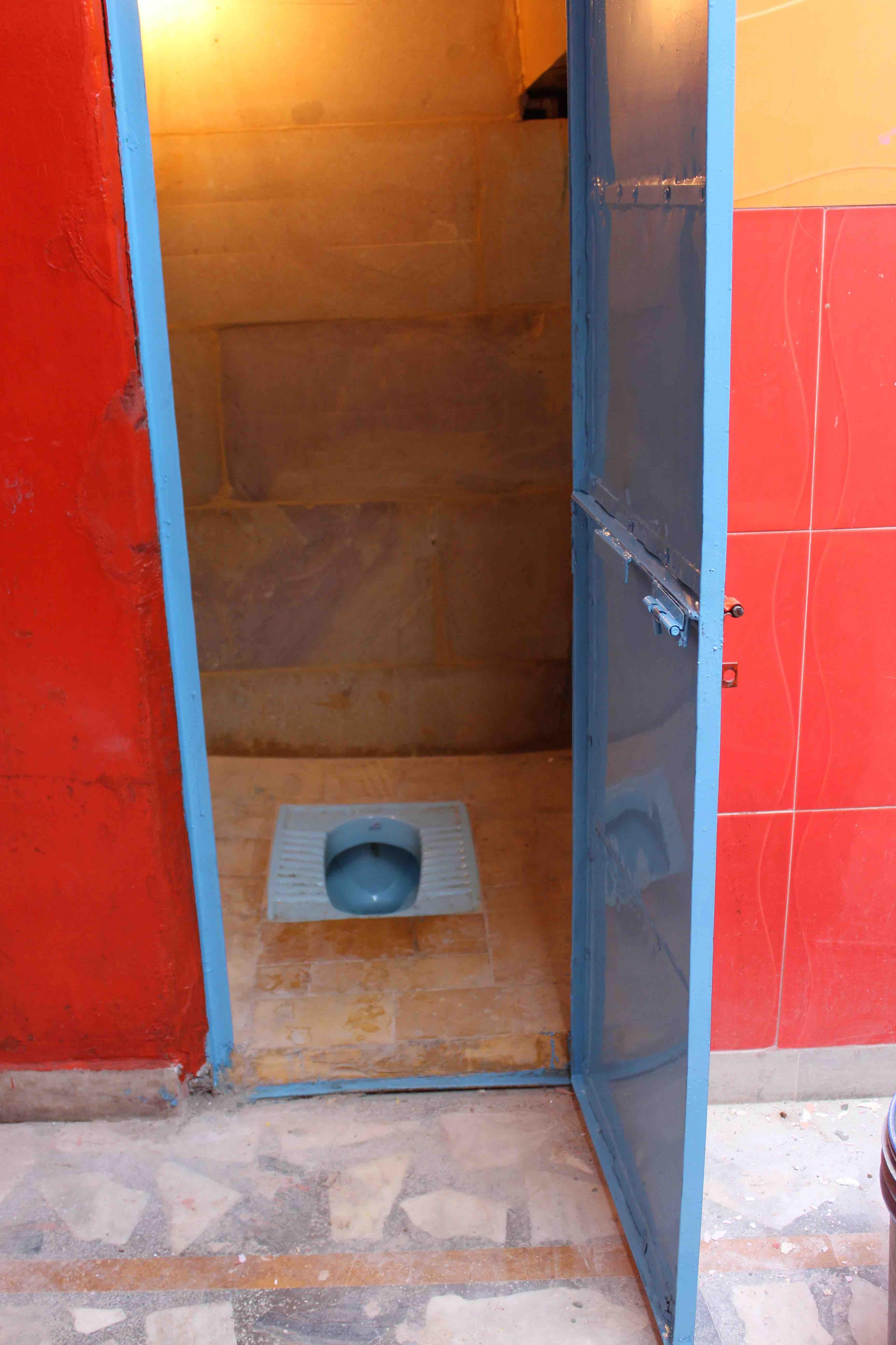 10 FAR-MerasiSchool Girl WC ready to go_3272