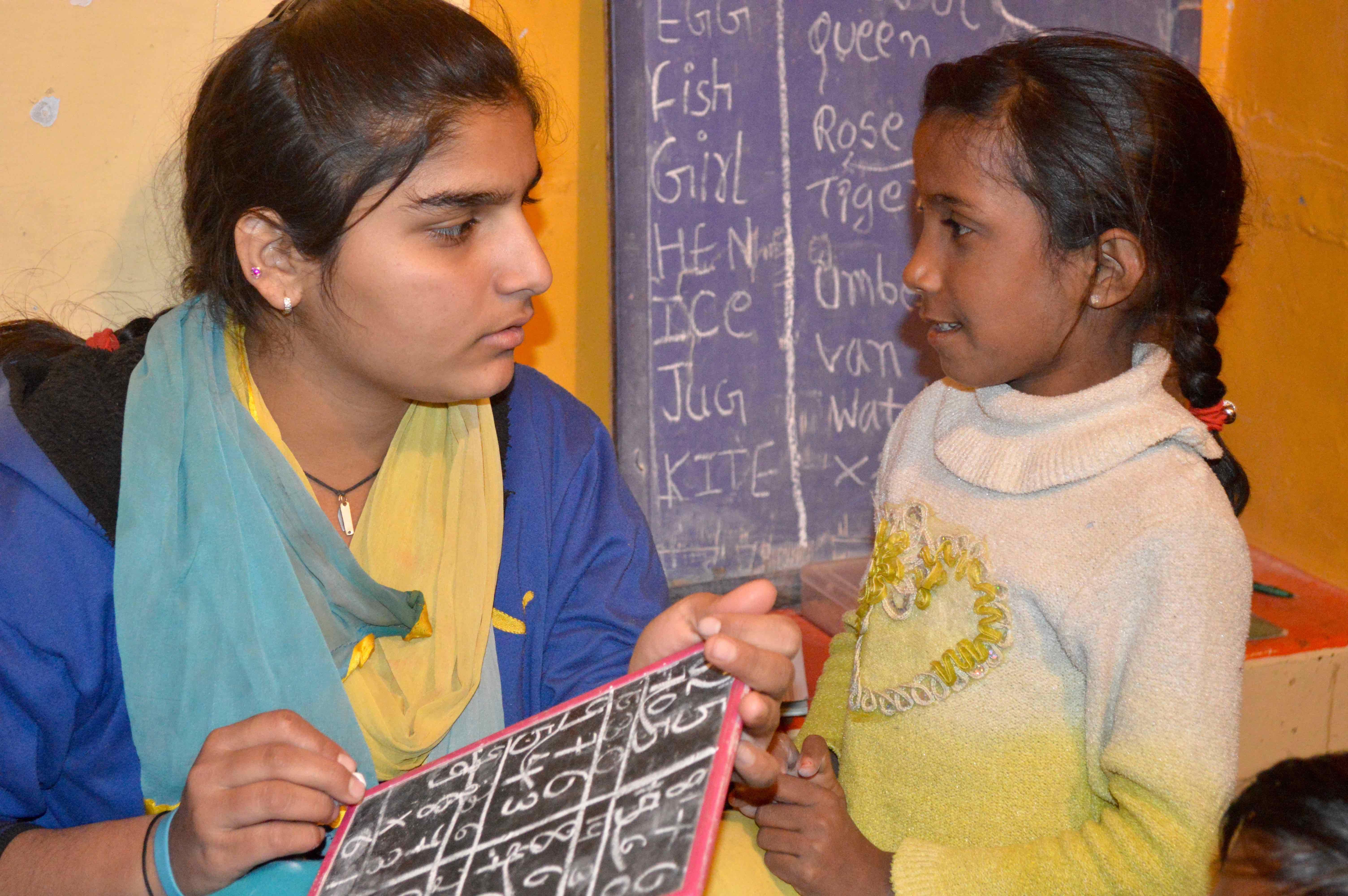 00f.Peer Teacher Saina Little Class_0317sm