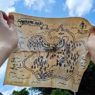 コーヒー染めで宝の地図をつくろう!