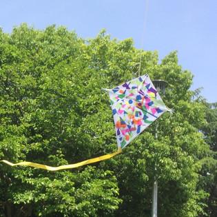 晴れた日にはFly a kight!お父さんと一緒に凧づくり