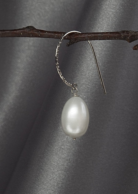 Sterling silver hammered large hoop with large pearl drop