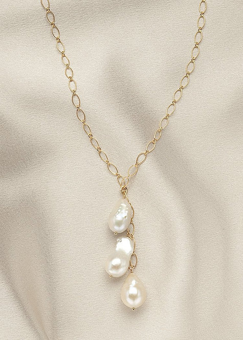 Graceful 14k gold filled chain, with smaller baroque pearls