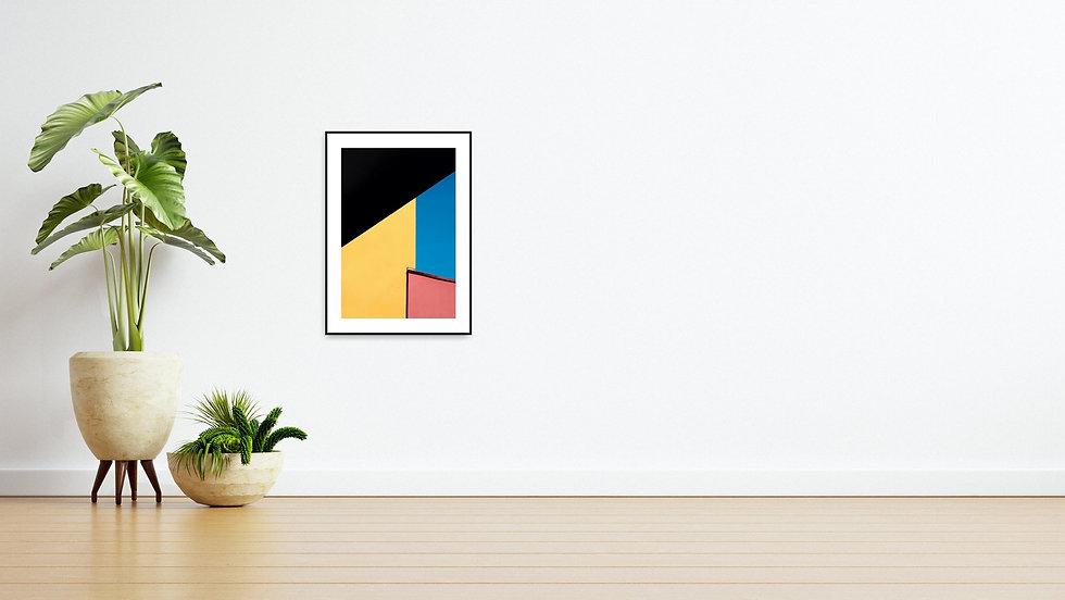 Eine Wand mit Pflanze und einem abstrakten Bild von Guido Klumpe