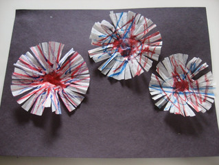 4th of July crafts - Cupcake Liner Fireworks