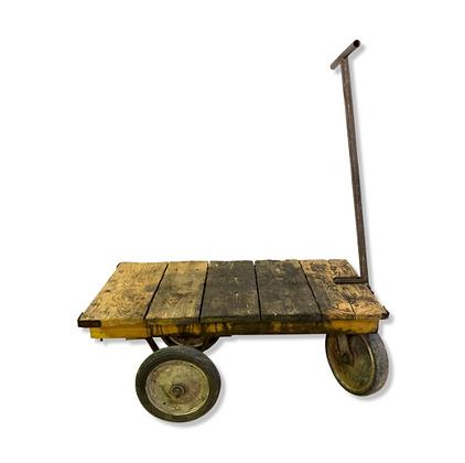 Ancien chariot industriel en bois