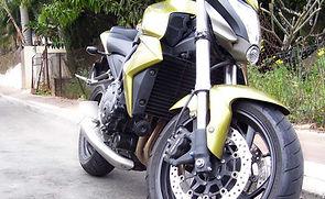 Grüner Motorrad vorne