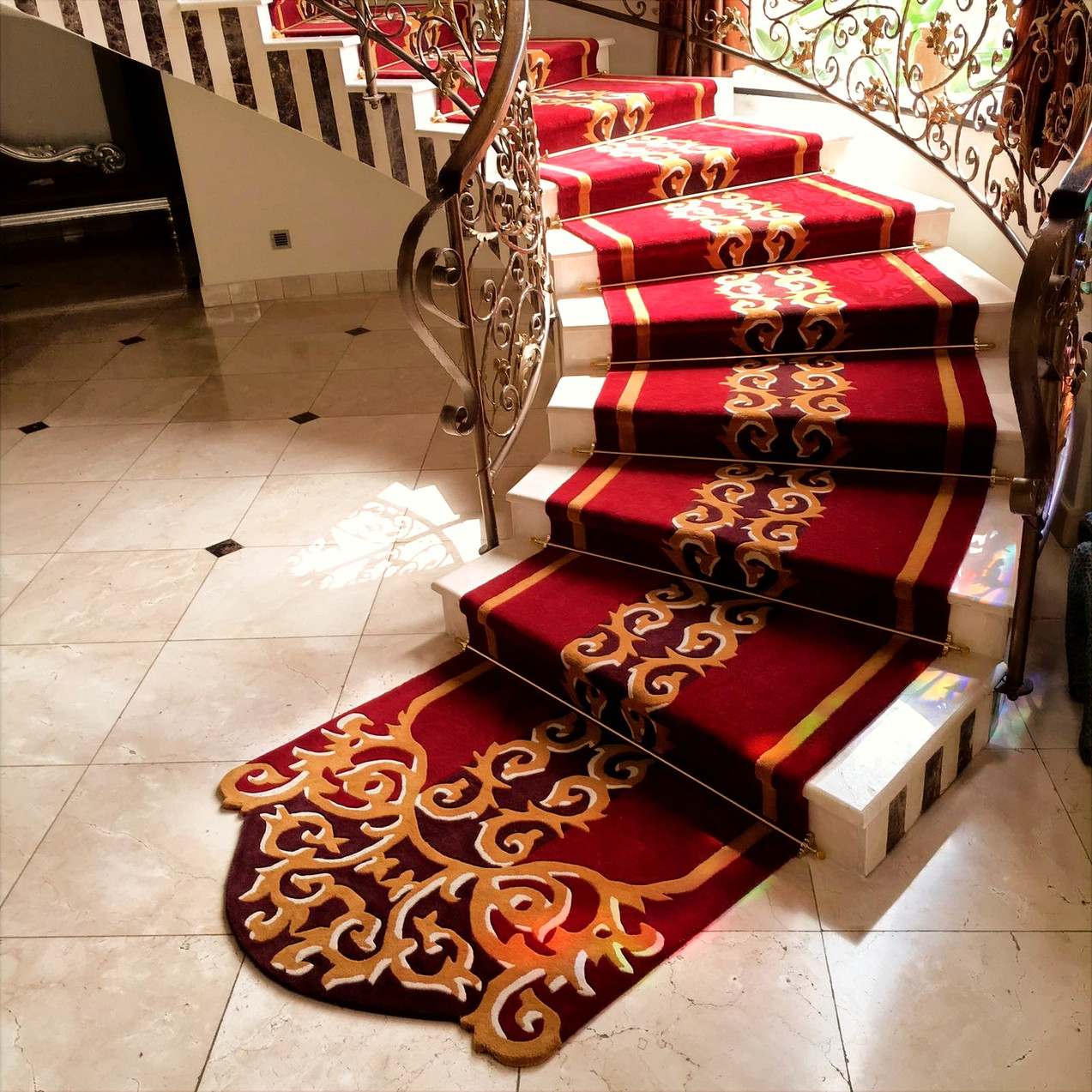 Leechi Designs   Fitted Staircase Rug