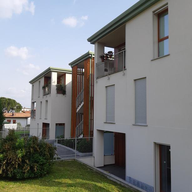 APARTMENT BUILDING IN CASCIAGO 2