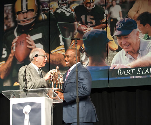 london_fletcher_bart_starr_award.jpg
