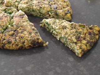 מינה טבעונית: פשטידת-מחבת של פסח עם ירוקים וגבינה