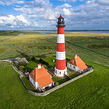 1280px-Leuchtturm_in_Westerheversand.jpg