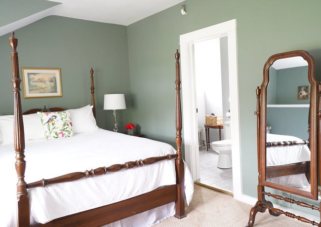 Queen size four poster bed .jpg