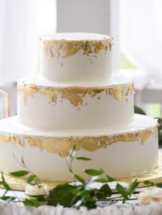 wedding cake 3 white gold.jpg