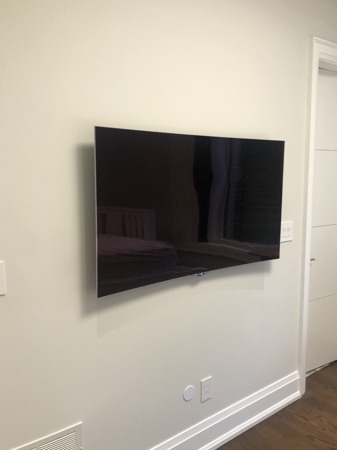 Wall mounting 4K TV