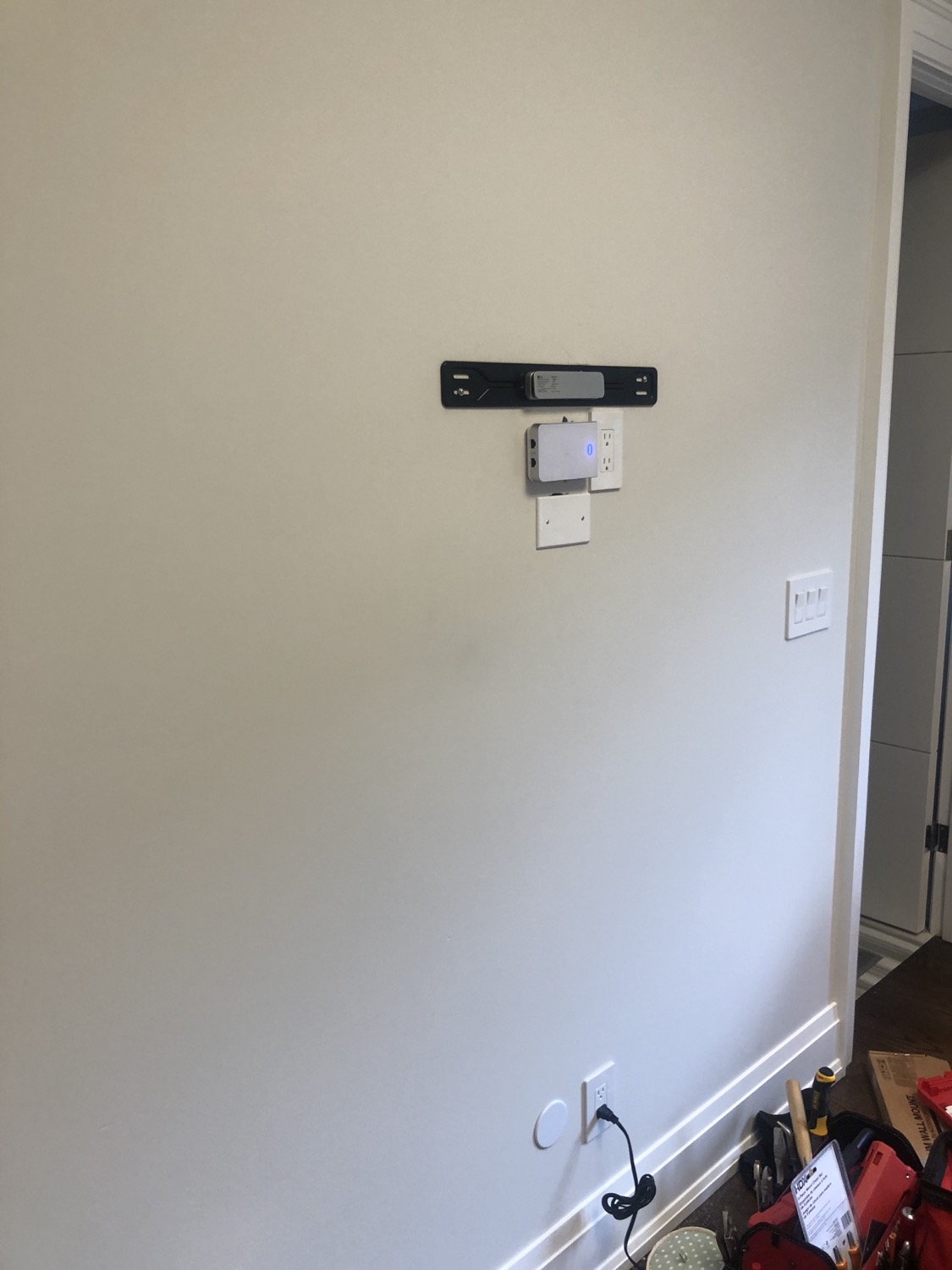 WiFi Access Point + TV Wall Mount