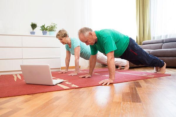 sport santé chez soi couple sénior.jpg