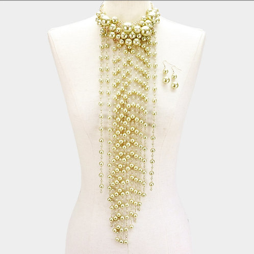 Pearls and more pearls (olive)