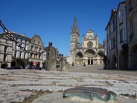 Place-de-la-cathedrale---Bazas---ph.-Elo