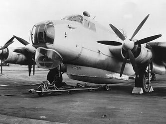 Avro_Shackleton_with_Saunders-Roe_airbor
