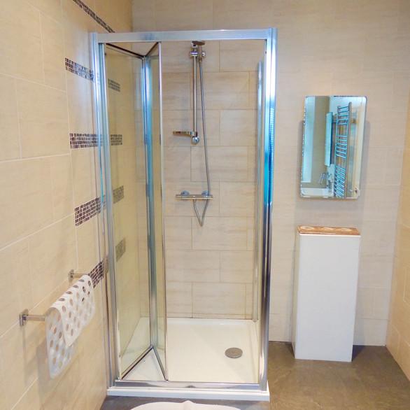 Apartment 9 Bathroom
