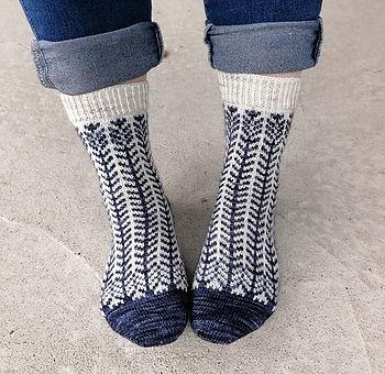Trailing_Daisy_socks_by_Tiina_Kuu_edited.jpg