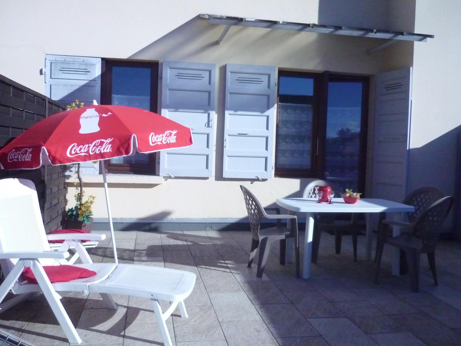 """T2 """" Le Pont neuf"""" 29M² + 80M² de terrasse privée et chambre séparée. Prix 650€"""