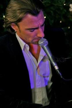 Sänger Klavier stimmungsvolle Atmo