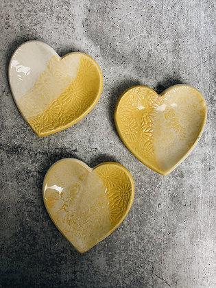 sunshine daisy heart dish