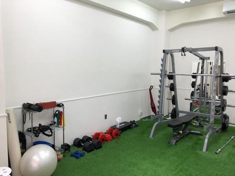 パーソナルトレーニングLOL天王寺の連携ジムのトレーニングスペース①