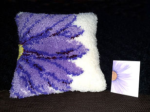 Flower latch hook cushion design