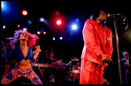 James Brown y Sara Raya