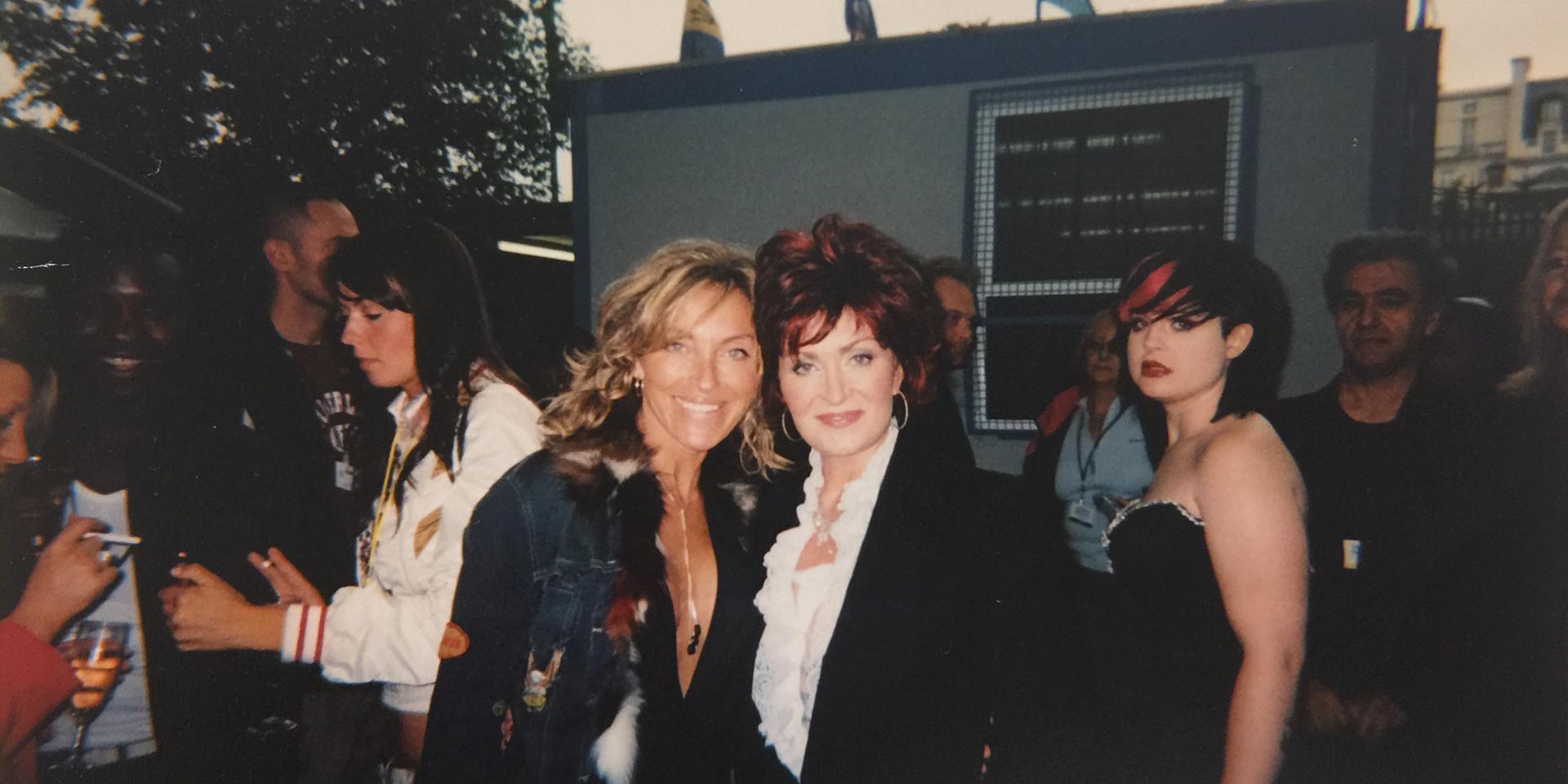 Sharon Osbourne y Sara Raya