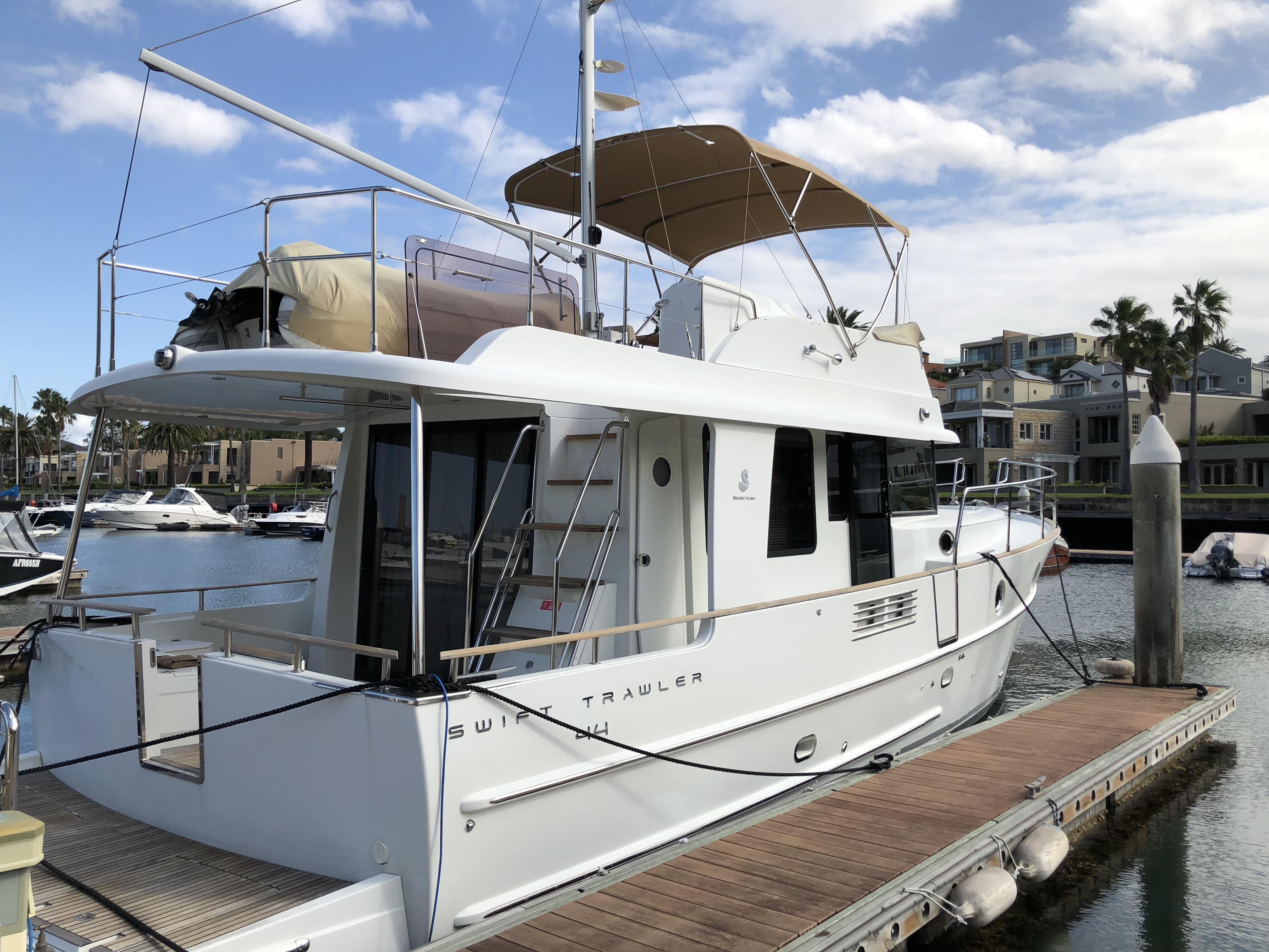 Beneteau Swift Trawler Bimini