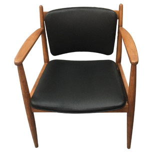 CN Coterie Leather Chair in Black